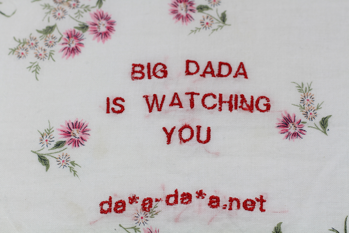 Série BIG DADA IS WATCHING YOU // Mouchoir da*d-da*a.net (détail) // Blockchain ID : 1A9dzEZ7LAuGXT5oNYmLSu8xMuj38ZSvCb