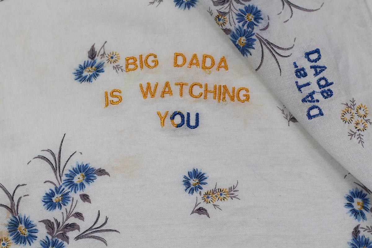Série BIG DADA IS WATCHING YOU // Mouchoir Fleurs bleues DATa-Dada (détail) // Blockchain #ID : 1LUcz6ex5MoweGHxL6uYpEz6t9Pg7Qozx9
