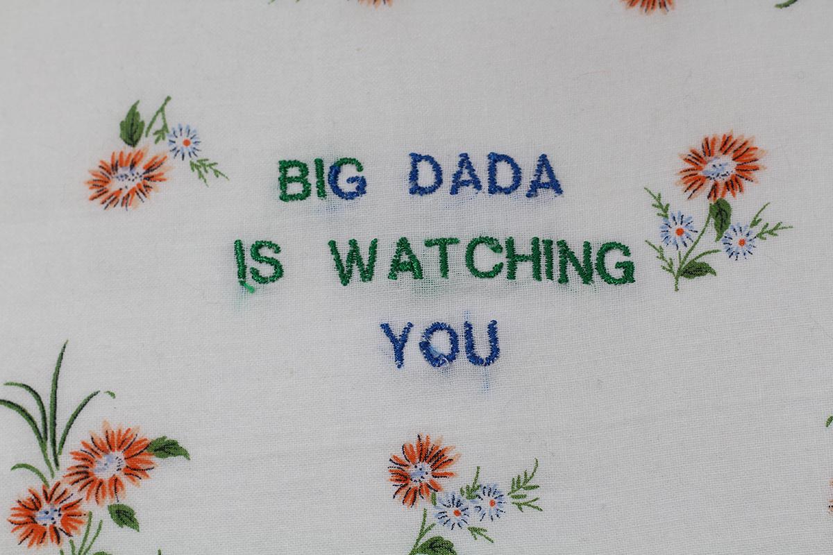 Série BIG DADA IS WATCHING YOU // Mouchoir DADA FLEURS OCRES  (détail) // Blockchain ID : 1KedKy8feM2T4N9tzeqoNwRcuDTBnHJYJH