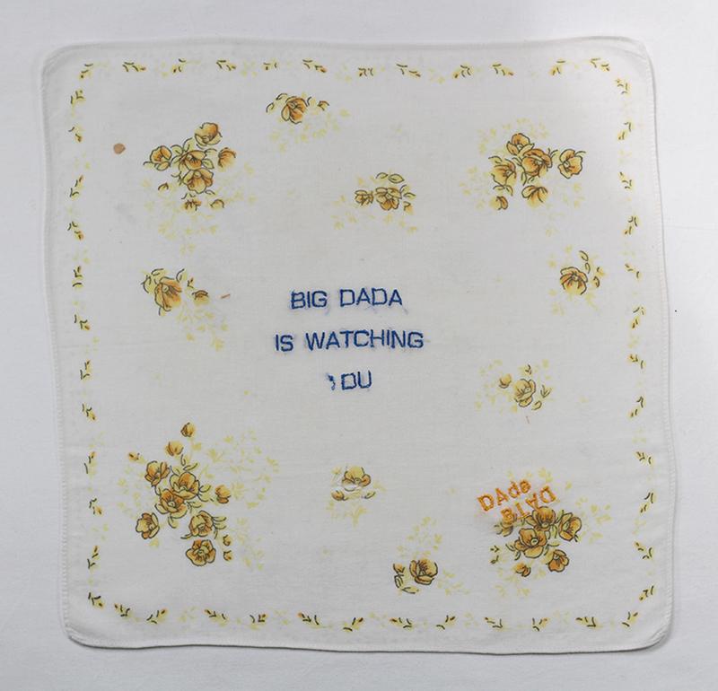 Série BIG DADA IS WATCHING YOU // Mouchoir WATCHING OU  // Blockchain #ID : 1EKAxg9BYaecKTPiV7jtQrz55Ss5WY9QCd
