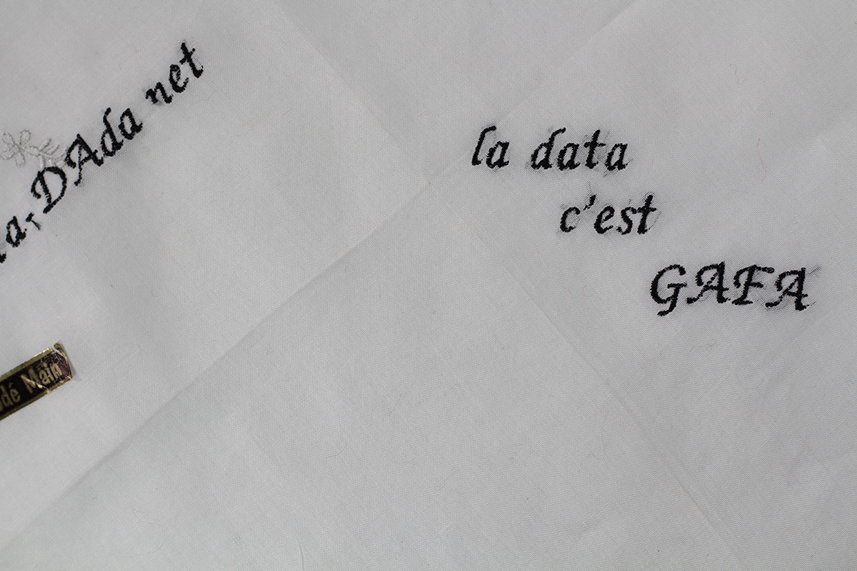 Série Data GAFA //  Mouchoir Broderie Main dAta-DAda.net (détail)  // Blockchain ID : 1LuJUSyXhfuRKT9yxCScb9xACuDvTAhKeV