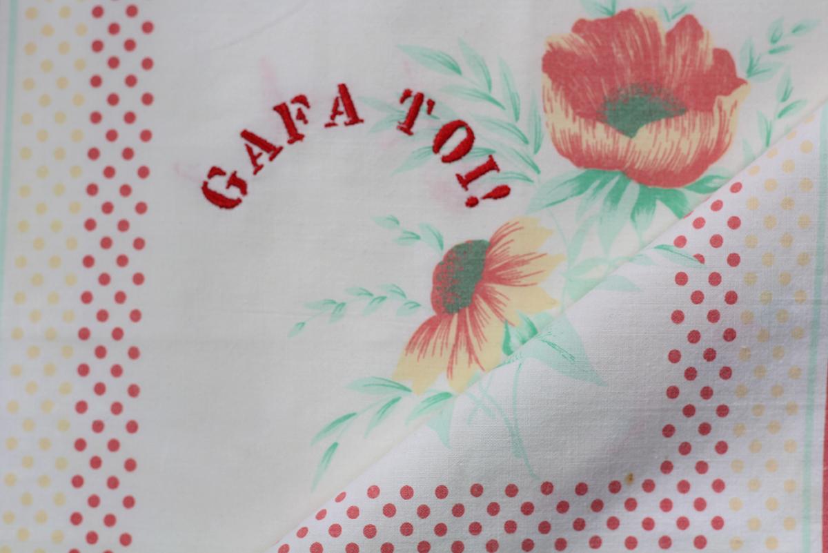 Series GAFA TOI!  // Handkerchief GAFA TOI! et Coquelicot (zoom) // Blockchain ID : 17ePiB9CeyEhXdgREa2kVr11f6SRtY5fj9