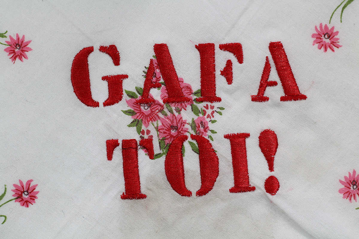 Série GAFA TOI! // Mouchoir BIG GAFA TOI! (détail) // Blockchain ID : 1BvLz6qSart3GhzH57x1dbyDvTR5TyZUsm