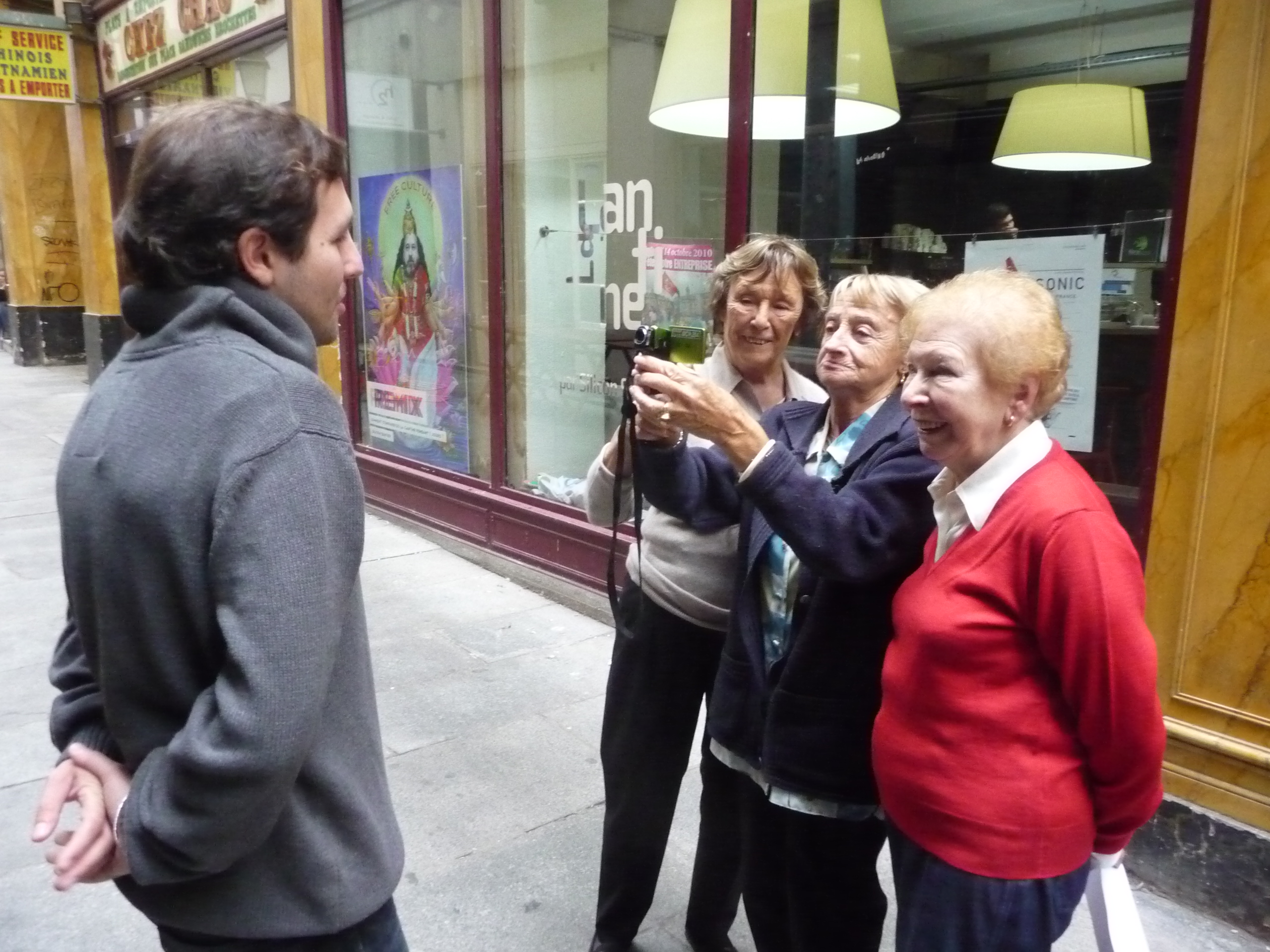 Gisèle, Annick et Dolorès, as famous reporters